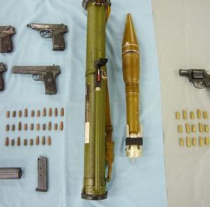海外「ロケラン…」日本の警察がヤクザから押収された武器に海外衝撃(海外反応)