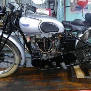 Triumph T70