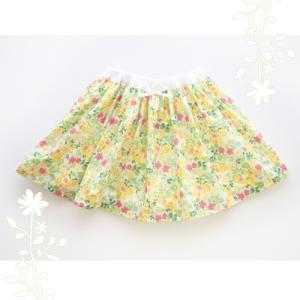 有輪のドビー織り小花で春の軽やかパンツインスカート