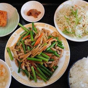 泰和軒でニンニクの芽と豚肉の炒め