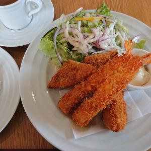 呉市広のカフェバーで海鮮フライ