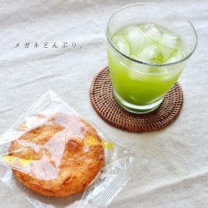 【今日のおやつ】冷茶と金吾堂の厚焼煎餅&薬局にて(絵日記)