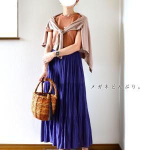 【いつかの服】ブラウン系のトップスと小物×青スカート