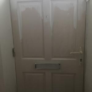 ドアを塗り続けて2日が経ちます