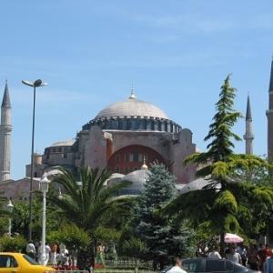 アヤソフィアを博物館からモスクに