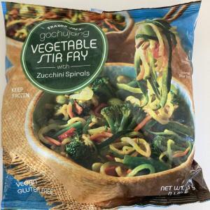 New Trader Joe's Gochujang Vegetable Stir Fry with Zucchini Spirals トレーダジョーズ コチジャン野菜炒めとズッキーニスパイラル