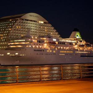 クルーズ客船。。神戸♪