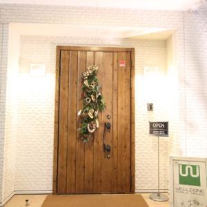 えっ!? 最新の住まいを暖かくする玄関ドアは壁や床を壊さずに1日でリフォームが終わるの!? 従来までのリフォームと最新リフォームの「今昔物語」