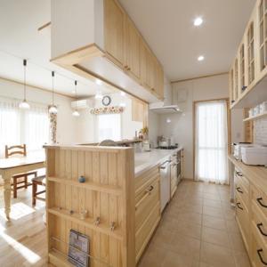 輸入住宅のインテリアデザインのリフォームにも似合う、安心品質・安心価格・安心メンテナンスの「国産のキッチン スイージー」