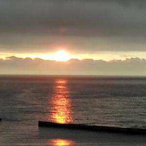 雨、雷雨の予報の隙間、5分だけ朝日が見えたミラクル