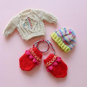 学研みらい様『ぷりん』12月号の毛糸特集のために編んだミニチュアの服