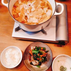うどんの鍋と、豚小松菜炒め