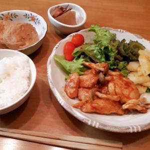 鶏むね肉としめじのケチャップ炒めと、色合いの悪いお弁当