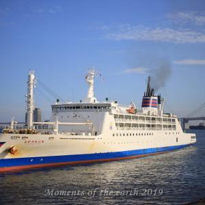 竹芝桟橋を出る船 EOS RP EF50mmマクロ