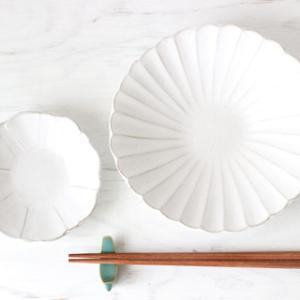 「白×お花モチーフ」のお皿が好きです・・・♪