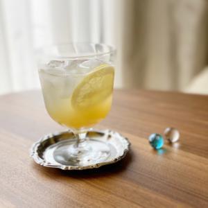 作り置きのレモンスライスの蜂蜜漬けでレモネード
