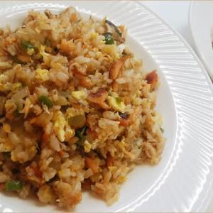 甘塩鮭の炒飯とカーテン生地利用のテーブルクロス^^;