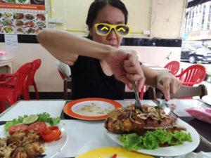 ドミトリー1階のインド料理屋で食べる@2019年7月のタイ旅行その12