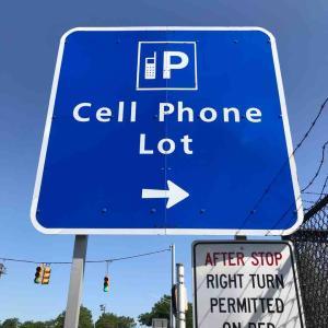 アメリカの空港 Cell Phone Lotを使ってみた。