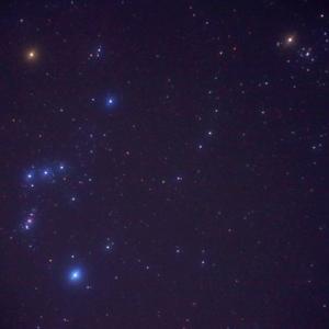 【短歌日記】秋朝の 澄みたる空気 吸い込みて 空見上げれば オリオンの星 /// 深秋。午前5時過ぎの西の空に、オリオン座が浮かんでいます。