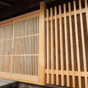 青森ヒバ製の玄関格子戸