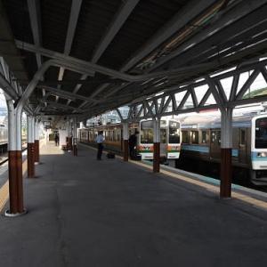 5月22日撮影 岡谷駅にてEF64-37号機と並びより
