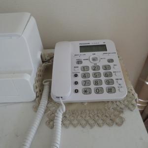 固定電話 まだ ありますわよ。買い替えしましたわ。