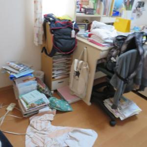 荒れ野原だった長女の部屋を片付けましたわ。