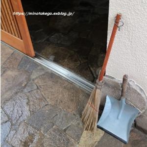 台風後の掃除はじめ
