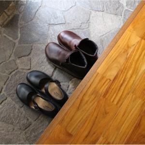 外反母趾男子が愛する NAOTの育てる靴