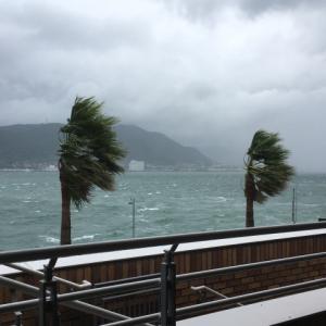 台風19号で会社に浸水被害、1年変形労働制は解約できる?