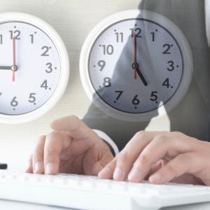 令和3年版過労死等防止対策白書公表!週の労働時間80時間以上の人が増えた業種は?