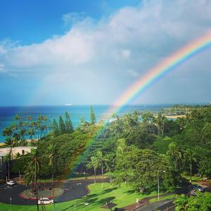 ハワイの虹の根元