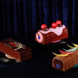 右手にケーキ、左手にハワイ