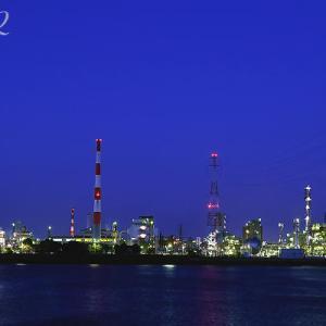 電球色にて工場の夜景を撮影