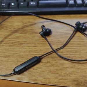 XM TradingでFXをする時にイヤホンかヘッドフォンをしている少数派人間。