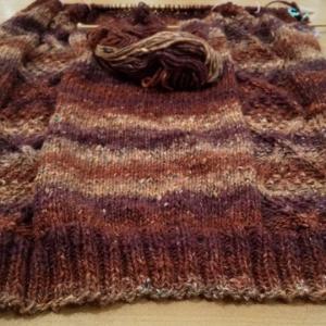 野呂英作の段染め毛糸で、ベストを編んでいますp(^^)q