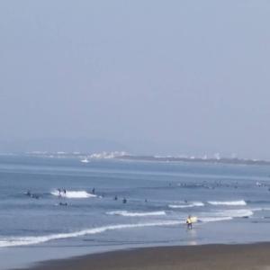 おはようございます!4月8日9時現在の湘南・江の島~鵠沼海岸の波情報をお知らせ致します。天...