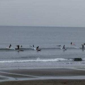 おはようございますま9月16日午前9時現在の湘南・江の島〜鵠沼海岸の波情報をお伝え致しま...