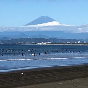 おはようございます10月12日午前9時現在の湘南・江の島〜鵠沼海岸の波情報をお伝え致しま...