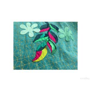 ヘリコニア・誕生花をアップリケ★たたかってます❗️