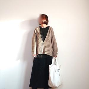 絶妙に可愛いcocaの深Vネックセーター!