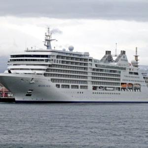大型クル-ズ客船の寄港