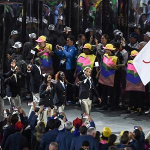 #2848 オリンピックの小さき旗振り入場す ・・・他一首