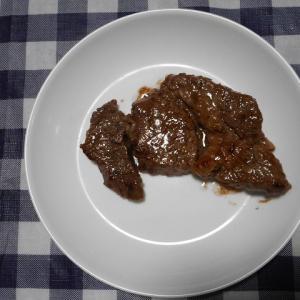 夕飯は牛肩ロースステーキでした