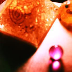 写真が撮りたくてウズウズ!オルゴナイトとスライム。今日は女性雑誌の日