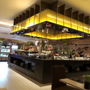 ヤンゴンの高級ホテル「Novotel Yangon Max」の朝食と夕食