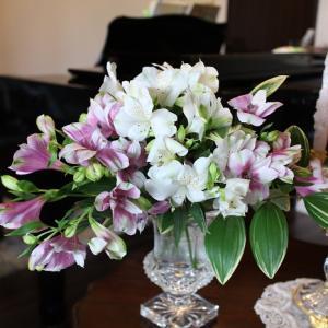レッスン室には花をかざって♪