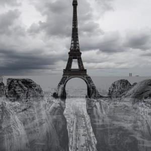 パリに突如、現れた峡谷