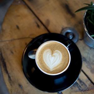 カフェインを減らす。
